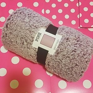 NEW 💖VS PINK Washed Sherpa Blanket